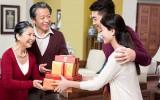 Mua quà tặng biếu bố mẹ
