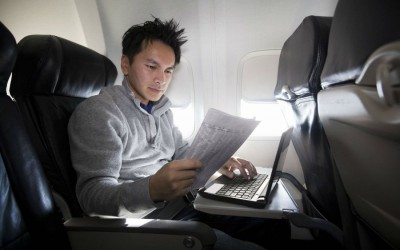 Làm việc trên máy bay